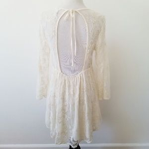 Forever 21 Dresses - Forever 21 Ivory Flowy Lace Dress